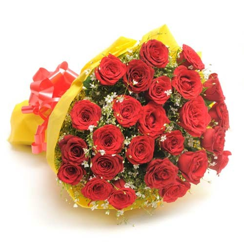 Beautiful bunch of 30 red roses.