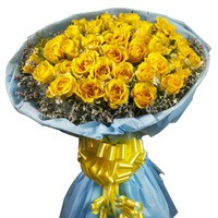 Bunch of 30 yellow roses with fillers.