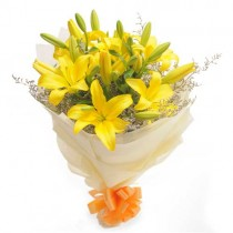 Cheerful bunch of 6 yellow lilies.